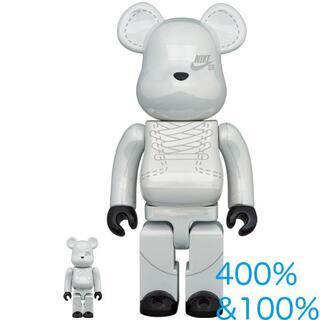 メディコムトイ(MEDICOM TOY)のBE@RBRICK NIKE SB 2020 WHITE 100% &400%①(その他)