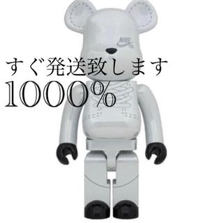 メディコムトイ(MEDICOM TOY)のBE@RBRICK NIKE SB 2020 WHITE 1000%  (その他)