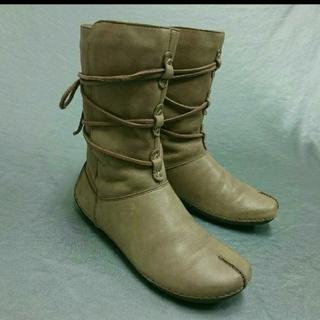 クラークス(Clarks)の Clarks クラークス 紐巻き ブーツ  グレー 22,5(ブーツ)