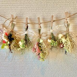 お花たっぷりドライフラワー スワッグ ガーランド❁77 ナチュラル 白 花束♪(ドライフラワー)