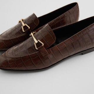 ザラ(ZARA)のアニマル柄レザーローファー(ローファー/革靴)