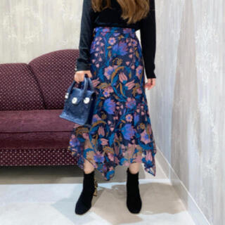 GRACE CONTINENTAL - グレースコンチネンタル フラワー刺繍イレヘムスカート