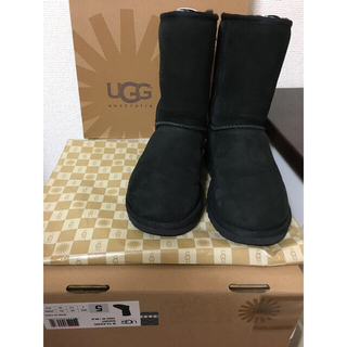 UGG - UGG CLASSIC SHORT 5825W/BLK 5(定価27,300円)