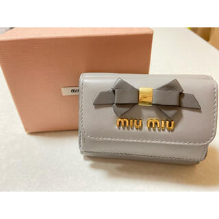 miumiu - 【値下げ】miumiu フィオッコ リボン ミニ財布 折り財布