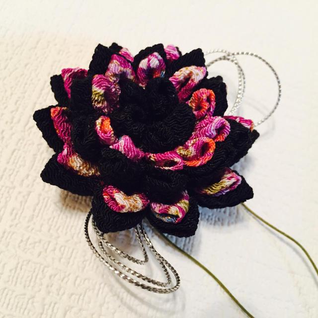 黒紫ローズをイメージしたつまみ細工髪飾り レディースの水着/浴衣(和装小物)の商品写真