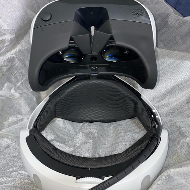 PlayStation VR(プレイステーションヴィーアール)のPS VR CUHJ-16001 エンタメ/ホビーのゲームソフト/ゲーム機本体(家庭用ゲーム機本体)の商品写真