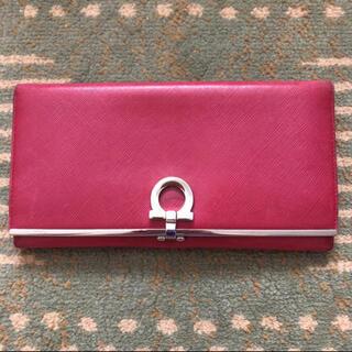 サルヴァトーレフェラガモ(Salvatore Ferragamo)の【Salvatore Ferragamo】ピンクの長財布(財布)