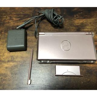 ニンテンドーDS(ニンテンドーDS)のDS Lite Rose 本体 充電器 タッチペン (家庭用ゲーム機本体)