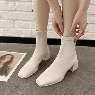 マウジー(moussy)のスクエアトゥ チャンキー ヒール ホワイト ブーツ zara moussy(ブーツ)