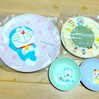 サントリー(サントリー)のサントリー × ドラえもん メラミン お皿 大皿 小皿 4枚セット 料理 ご飯(食器)