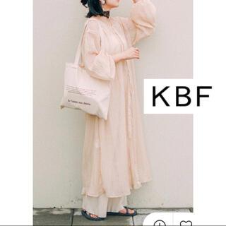 KBF - プリーツシアーワンピース ケービーエフ KBF