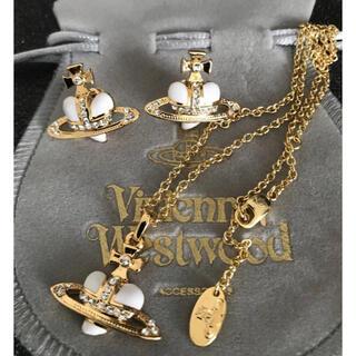 ヴィヴィアンウエストウッド(Vivienne Westwood)の新品 ネックレスピアスセット ホワイト✖︎ゴールド(ネックレス)