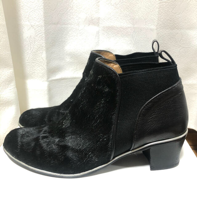 cavacava(サヴァサヴァ)のapres cavacava サヴァサヴァ ハラコ ショートブーツ 24cm レディースの靴/シューズ(ブーツ)の商品写真