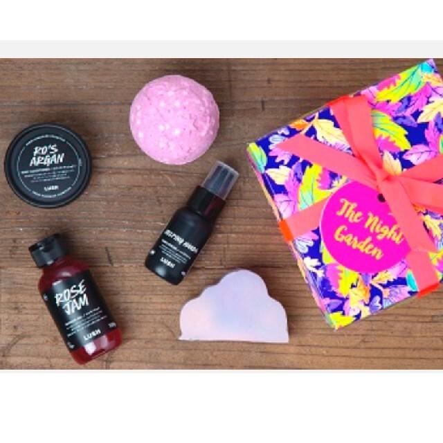 LUSH(ラッシュ)のラッシュ LUSH ギフト ナイトガーデン 石鹸 バスボム ハンドクリーム コスメ/美容のボディケア(ボディソープ/石鹸)の商品写真