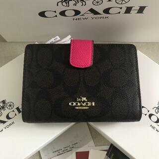 COACH -   新品COACHコーチ二つ折り財布で発送