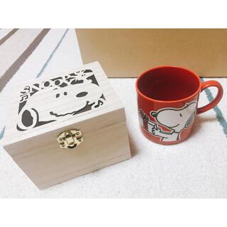 ピーナッツ(PEANUTS)の【未使用】SNOOPY / 木箱入りマグ happy holiday《レッド》(グラス/カップ)