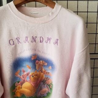 クマノプーサン(くまのプーさん)のDisney くまのプーさん GRANDMA プリント&刺繍入り SWEAT(スウェット)