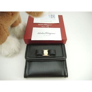 サルヴァトーレフェラガモ(Salvatore Ferragamo)のサルヴァトーレフェラガモ コンパクトウォレット ヴァラ レザー黒 2折財布 新品(財布)