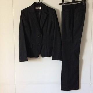 ナチュラルビューティーベーシック(NATURAL BEAUTY BASIC)の通勤服 パンツスーツ 黒・ピンストライプ (注)上下サイズ違い S・XS 通勤服(スーツ)