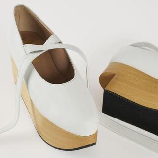 ヴィヴィアンウエストウッド(Vivienne Westwood)の新品・ROCKING HORSE BALLERINA White(ローファー/革靴)