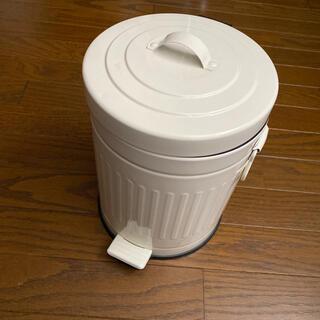 ニトリ(ニトリ)のペダル式ゴミ箱(ごみ箱)