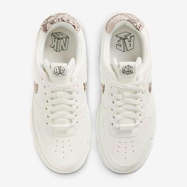 NIKE(ナイキ)の各サイズあり‼️希少2021限定❤️ナイキ エアフォース1 厚底❤️白 スネーク レディースの靴/シューズ(スニーカー)の商品写真