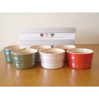 ルクルーゼ(LE CREUSET)のルクルーゼ スタッカブル ラムカン 3個入り メタリック 2箱セット■緑 赤 白(食器)