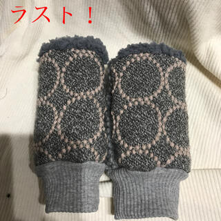 ミナペルホネン(mina perhonen)のミナペルホネン ハンドウォーマー タンバリン グレー×グレー 残り❶(手袋)