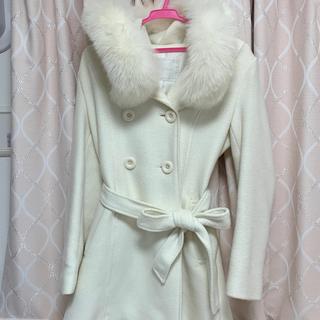 セシルマクビー(CECIL McBEE)のCECILMcBEE セシルマクビー コート 白(毛皮/ファーコート)
