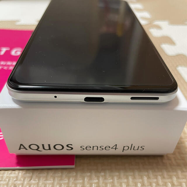 AQUOS(アクオス)のAQUOS sense4 plus 中古美品 SIMフリー White① スマホ/家電/カメラのスマートフォン/携帯電話(スマートフォン本体)の商品写真