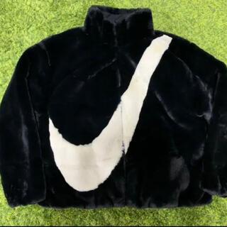 ナイキ(NIKE)のナイキ フェイクファージャケット ブラック XL ビッグスウッシュ スウォッシュ(毛皮/ファーコート)