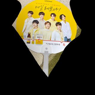 ボウダンショウネンダン(防弾少年団(BTS))のBTS LEMONA うちわ(K-POP/アジア)