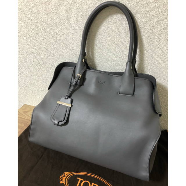 TOD'S(トッズ)の最終値下げ 美品 トッズ  バッグ グレー レディースのバッグ(トートバッグ)の商品写真
