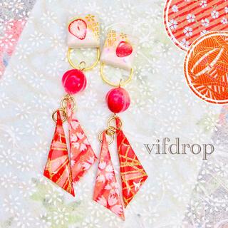 【赤桃 桜・和傘柄】さんかく和紙&苺和柄タイルの和風ピアス イヤリング(ピアス)