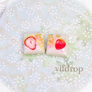 苺和柄ホワイトタイルピアス イヤリング(ピアス)