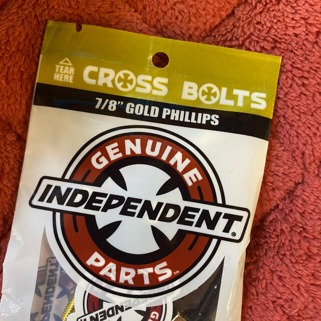 INDEPENDENT(インディペンデント)のINDEPENDENT インディ カラービス GOLD スケボー小物 新品  スポーツ/アウトドアのスポーツ/アウトドア その他(スケートボード)の商品写真