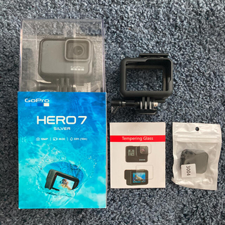 ゴープロ(GoPro)の新品GoPro HERO7 SILVER ガラスフィルム レンズカバー ケース付(ビデオカメラ)