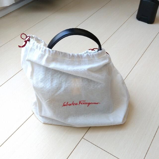 フェラガモのハンドバッグ(黒のカーフ) レディースのバッグ(ハンドバッグ)の商品写真