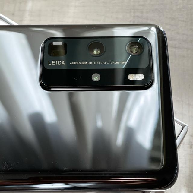 HUAWEI(ファーウェイ)のHUAWEI P40 pro 日本国内版 保証付き 純正ケース付き スマホ/家電/カメラのスマートフォン/携帯電話(スマートフォン本体)の商品写真