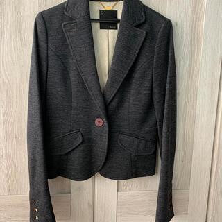 キュー(Q)のジャケット グレー Q❤︎luxe 3(テーラードジャケット)