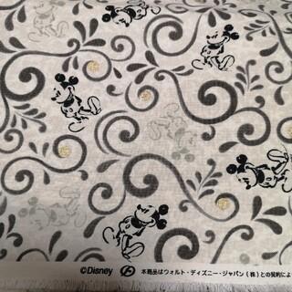 ディズニー(Disney)の唐草模様 ミッキー モノクロ 生地 生成り 手描き風 帆布 110×50 レア(生地/糸)