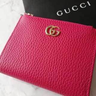 Gucci - 新品未使用 グッチ 折りたたみ財布 ピンク×ゴールドロゴ 箱紙袋付き ギフトにも
