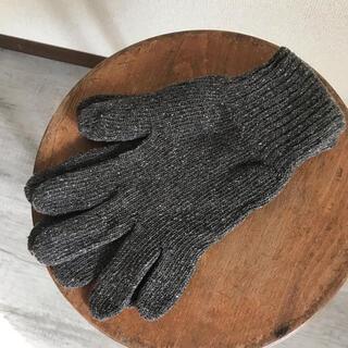 コモリ(COMOLI)のMittan 絹紬糸手袋(手袋)