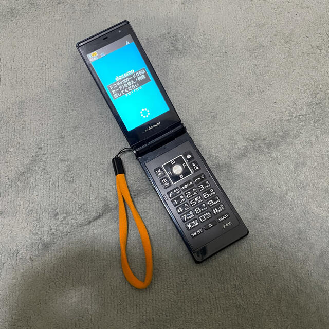 NTTdocomo(エヌティティドコモ)のF-01E docomoガラケー スマホ/家電/カメラのスマートフォン/携帯電話(携帯電話本体)の商品写真