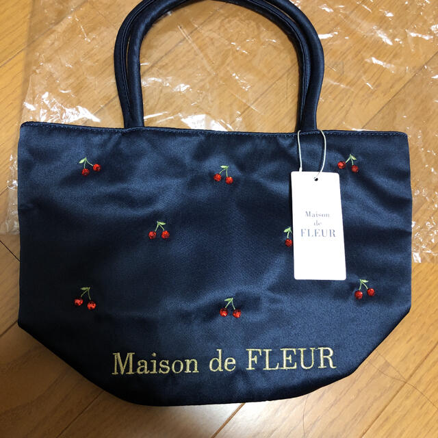 Maison de FLEUR(メゾンドフルール)のメゾンドフルール チェリー柄トート レディースのバッグ(トートバッグ)の商品写真