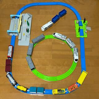 タカラトミー(Takara Tomy)のプラレール 駅 踏切 車両 詰め合わせ まとめ売り(電車のおもちゃ/車)