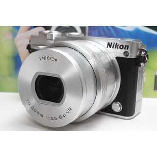 ニコン(Nikon)の❤️Wi-Fi&カンタン自撮り❤️Nikon 1 J5 パワーズームレンズキット(ミラーレス一眼)