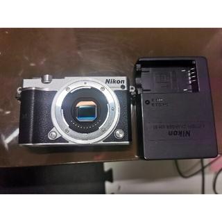 Nikon  ミラーレス一眼 J5 ボディ シルバー(ミラーレス一眼)