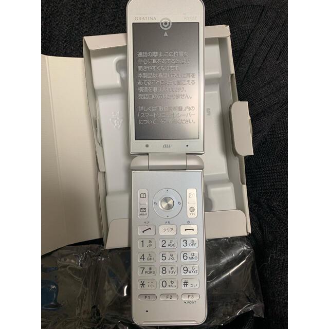 京セラ(キョウセラ)のグラディーナ au GRATINA 白 スマホ/家電/カメラのスマートフォン/携帯電話(携帯電話本体)の商品写真