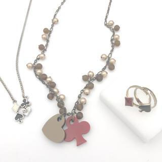 セシルマクビー(CECIL McBEE)のトランプ!トランプ!トランプ模様のネックレス2つと指輪1点セット(ネックレス)